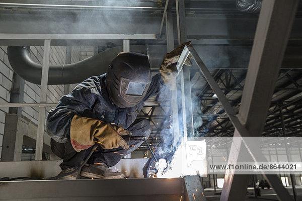 Schweißer in der Metallindustrie