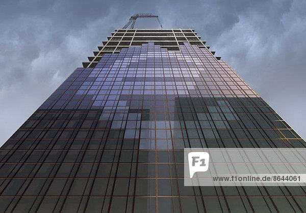Niederwinkelansicht des Gebäudes mit Euro-Symbol
