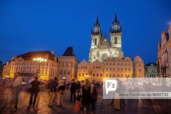 Prag  Hauptstadt  beleuchtet  Europa  Nacht  Stadt  Kirche  Quadrat  Quadrate  quadratisch  quadratisches  quadratischer  Tschechische Republik  Tschechien  Tyn  alt