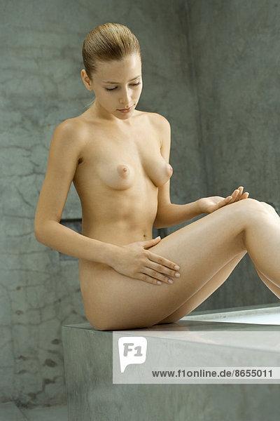 Unten frau nackt Nackt Muskulösen