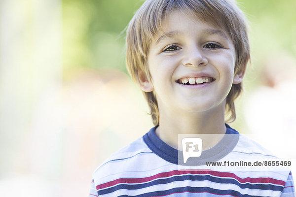 Junge im gestreiften Hemd  Portrait Junge im gestreiften Hemd, Portrait
