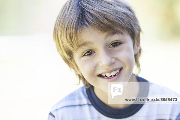 Junge im gestreiften Hemd  Portrait