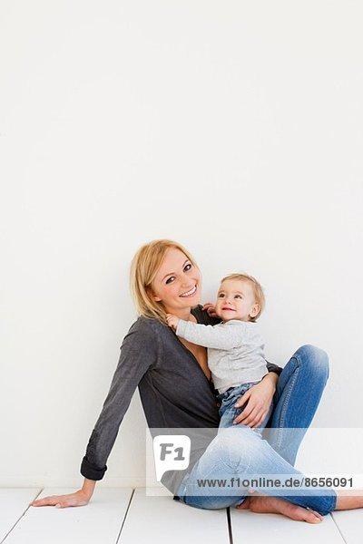 Studio-Porträt von Mutter und Kind