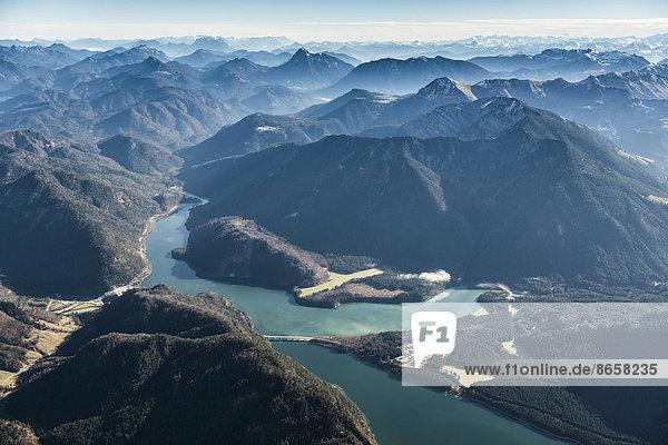 Luftaufnahme  Sylvensteinsee bei Lenggries  Oberbayern  Bayern  Deutschland