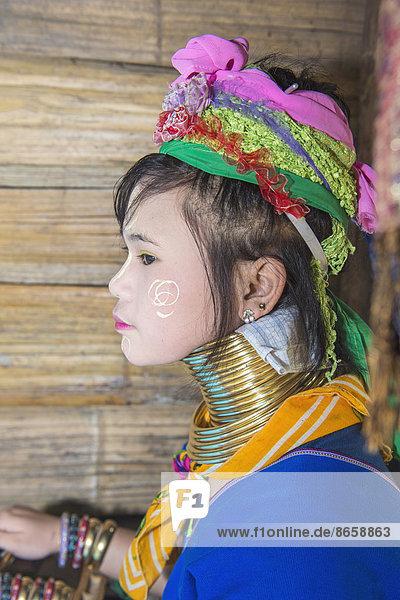 Langhals-Frau  Long Neck Karen  vom Stamm der Karen  Chiang Mai  Thailand