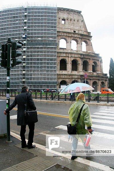 Rom  Hauptstadt  Regen  Kolosseum  schwer  Italien