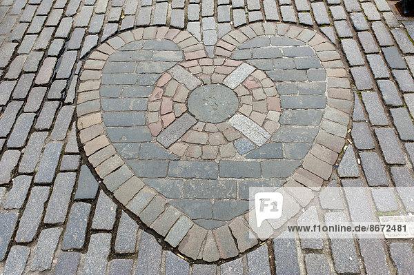 Heart of Midlothian  Herz von Midlothian  Pflastersteine als Mosaik vor der St. Giles? Cathedral  High Street  Royal Mile  Edinburgh  Schottland  Großbritannien