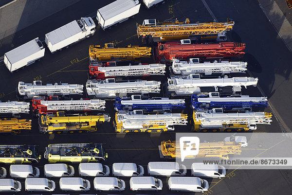 High and Heavy-Güter  Export von Spezialfahrzeugen  Unikai Auto-Export  Luftbild  Hamburger Hafen  Hamburg  Deutschland