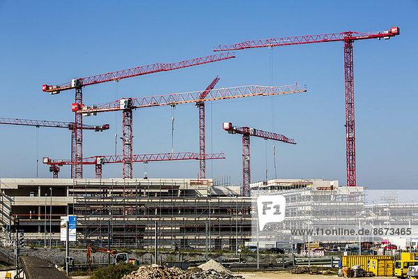 Baukräne auf einer Großbaustelle  Neubau der Hochschule Ruhr-West  Mülheim an der Ruhr  Nordrhein-Westfalen  Deutschland