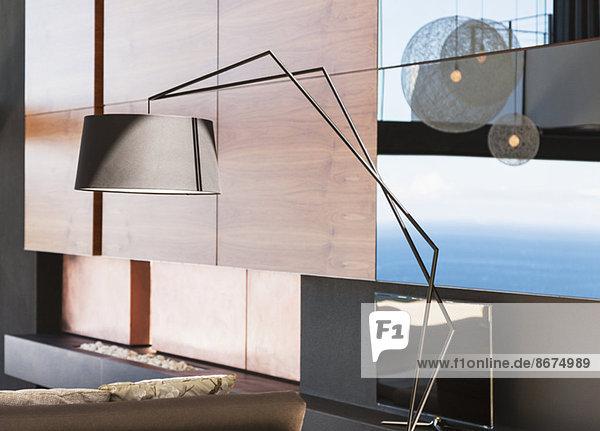 Lampe im modernen Wohnzimmer