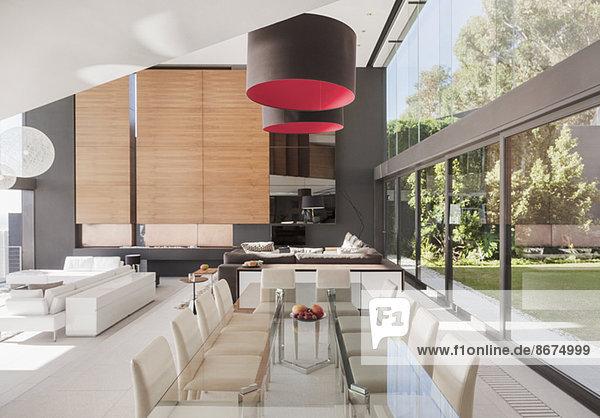 Modernes Esszimmer und offener Grundriss