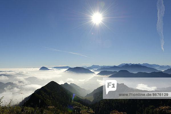 Deutschland  Oberbayern  Bayern  Chiemgauer Alpen  Bergen  Hochstaufen  Untersberg  Rauschberg  Dachstein  Hoher Goell  Sonntagshorn vor Watzmann und Hocheisspitze ab Hochfelln