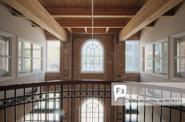 Gebäude  Balkon  Büro