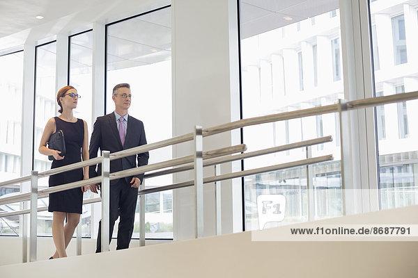 Mensch  Büro  Menschen  gehen  Geländer  Business