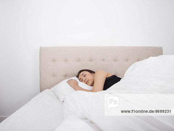 Frau  Schönheit  Bett  schlafen  jung