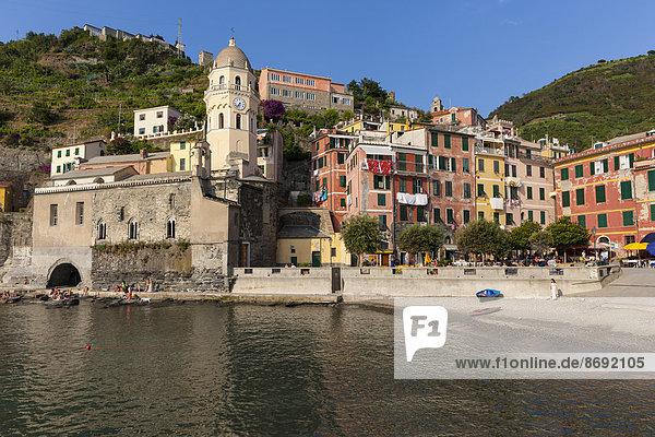 Italien  Cinque Terre  Hafen von Vernazza