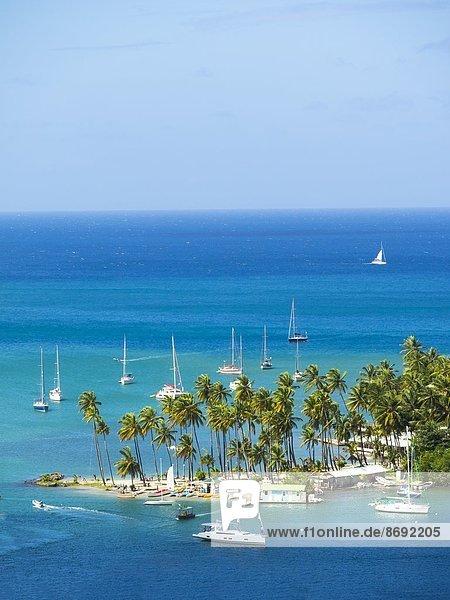 Karibik  Kleine Antillen  Saint Lucia  Castries  Marigot Bay und Yachten
