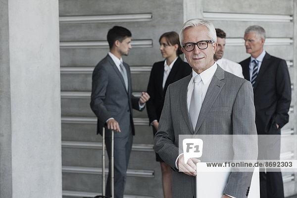 Selbstbewusster Geschäftsmann  Porträt