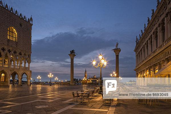 Italien  Venedig  Markusplatz bei Nacht
