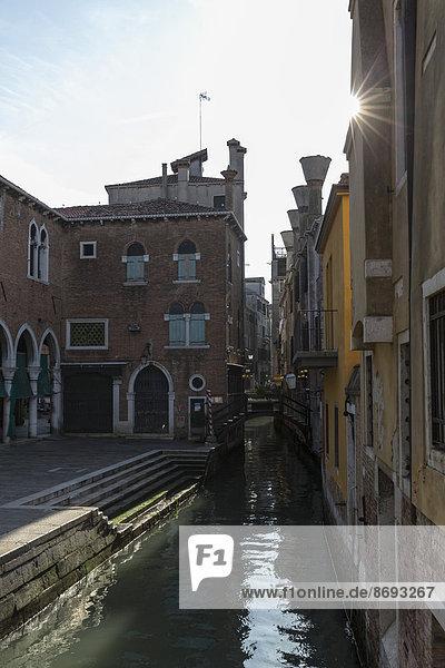 Italien  Venetien  Venedig  Häuser und Kanal