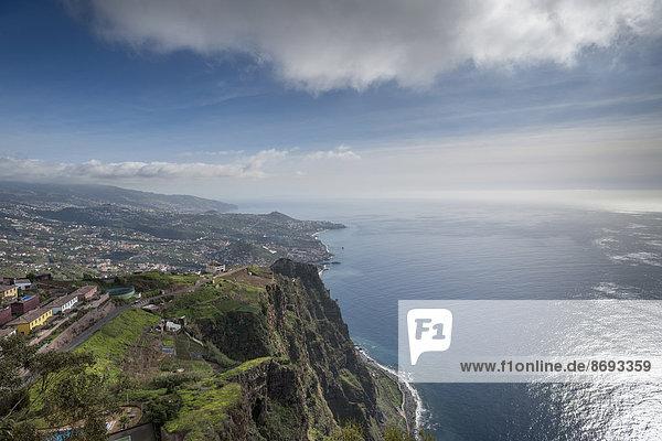 Portugal  Madeira  Cabo Girao  Blick nach Funchal