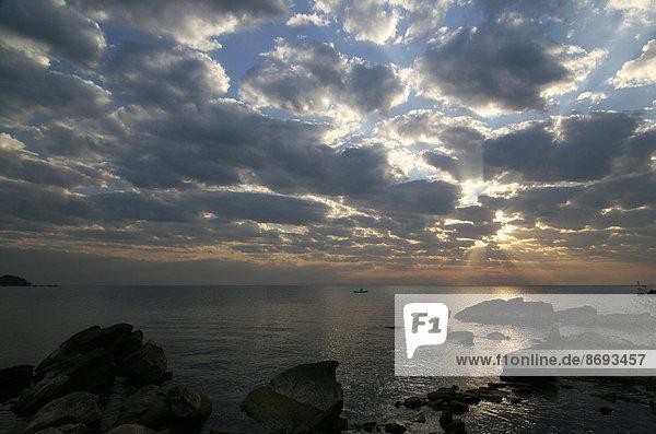 Malawi  Insel Likoma  Blick auf den Malawisee bei Sonnenuntergang
