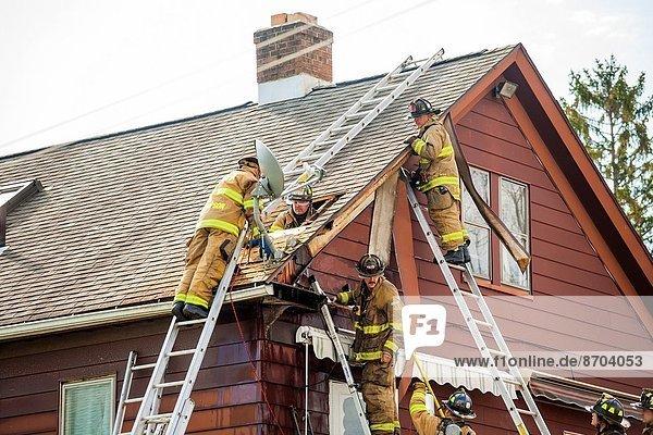 Wohnhaus arbeiten Feuerwehrmann