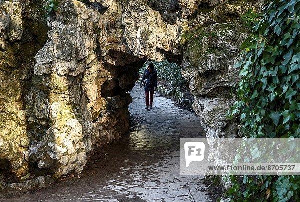 Madrid  Hauptstadt  Frau  gehen  Eingang  Großstadt  Höhle