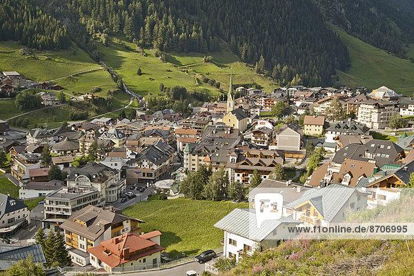 über Dorf Ansicht Österreich Tirol