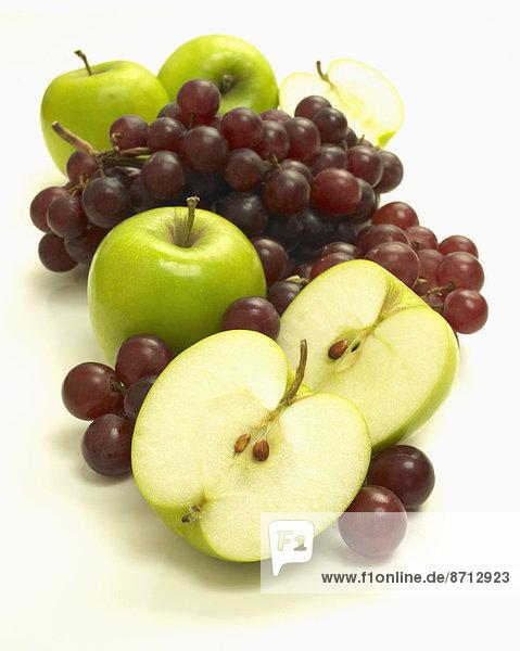 weiß  Hintergrund  Weintraube  Apfel  aufgeschnitten