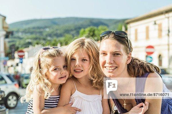 Mutter und Töchter im Urlaub
