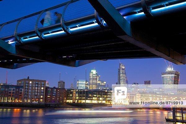 Skyline  Skylines  Europa  Großbritannien  London  Hauptstadt  Großstadt  Brücke  Jahrtausend  Themse  Abenddämmerung  England