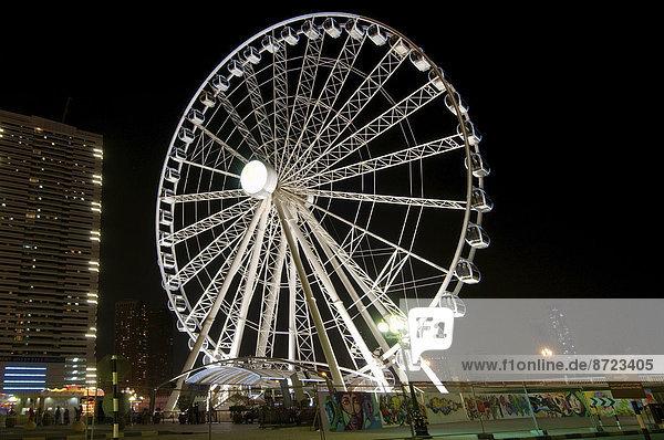Riesenrad bei Nacht  Emirat Schardscha  Vereinigte Arabische Emirate