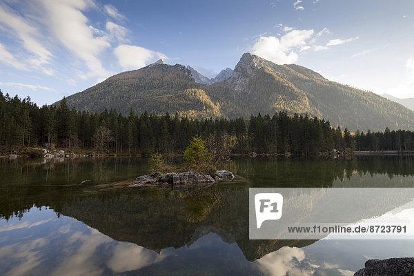 Alpenlandschaft mit Hochkalter am Hintersee  Ramsau  Nationalpark Berchtesgaden  Berchtesgadener Land  Oberbayern  Bayern  Deutschland