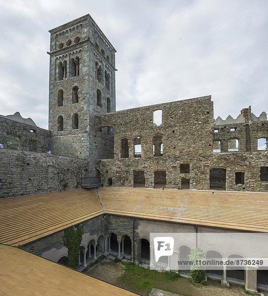 Lombardischer Turm  Benediktinerkloster Sant Pere de Rodes  bei El Port de la Selva  Naturpark Cap de Creus  Katalonien  Spanien