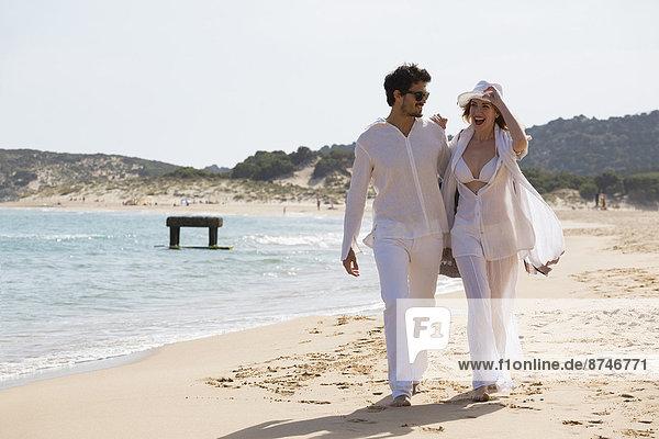 gehen  Strand  Sommer  Urlaub  jung  Italien  Sardinien