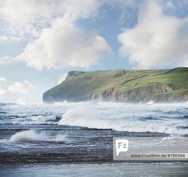 Landschaftlich schön landschaftlich reizvoll Meer rauh Ansicht Cornwall England Landspitze