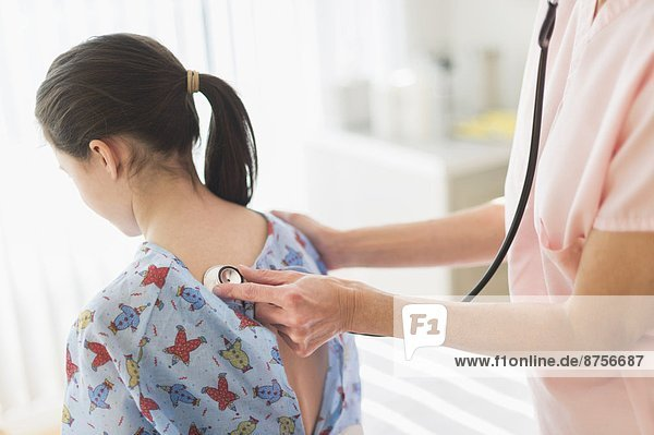 Arzt  5-9 Jahre  5 bis 9 Jahre  Mädchen  Untersuchung