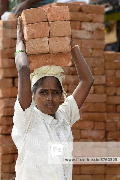 Bauarbeiterin  Kanchipuram  Tamil Nadu  Indien