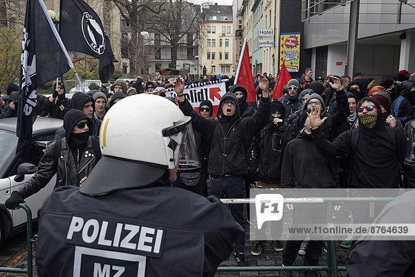 Polizeieinsatz bei der Gegendemonstration gegen die Neonazi-Demo  Koblenz  Rheinland-Pfalz  Deutschland