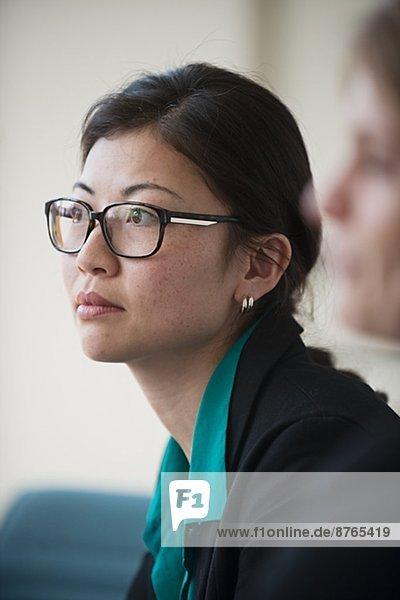 Frau  Geschäftsbesprechung  Zimmer  jung  Konferenz