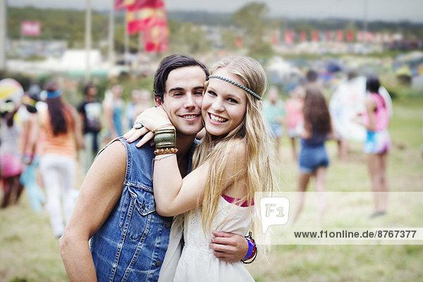 Porträt eines Pärchens beim Musikfestival