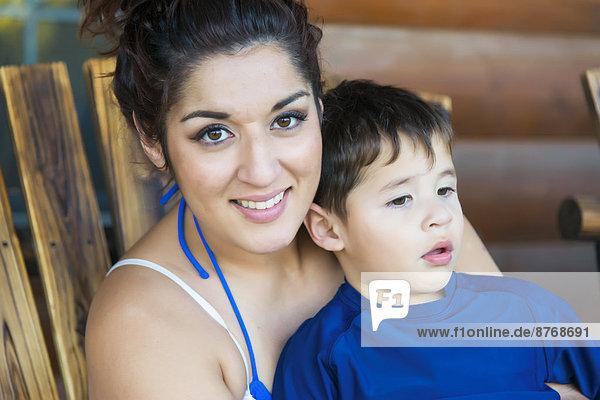 Lächelnde Mutter mit Sohn  Portrait