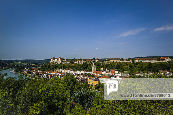 Germany  Bavaria  Burghausen  Cityscape with castle and church