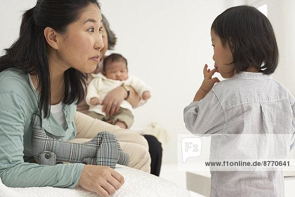 Asiatische Drei-Generationen-Familie