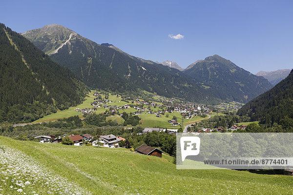 Österreich  Vorarlberg  St. Gallenkirch mit Grappeskopf im Hintergrund