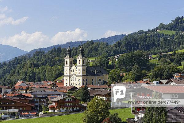 Österreich  Tirol  Kitzbüheler Alpen  Brixental  Hopfgarten mit Pfarrkirche
