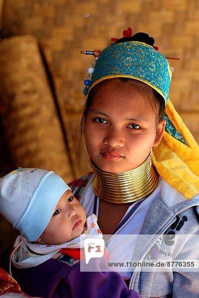 Frau Südostasien Baby Mae Hong Son Thailand