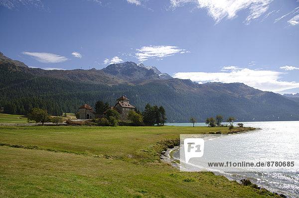 Europa Berg Wolke Palast Schloß Schlösser Himmel See frontal blau bedecken Kanton Graubünden Silvaplanersee Schnee Schweiz