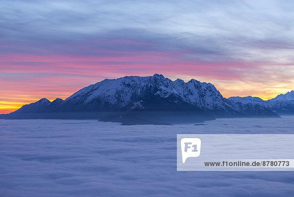 Farbaufnahme  Farbe  Europa  Berg  Sonnenuntergang  Himmel  Meer  Nebel  bedecken  Schnee  Schweiz